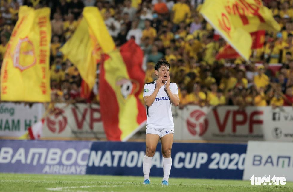 Đỗ Merlo nổi khùng với cựu tuyển thủ U23 Việt Nam vì thi đấu quá cá nhân - Ảnh 10.