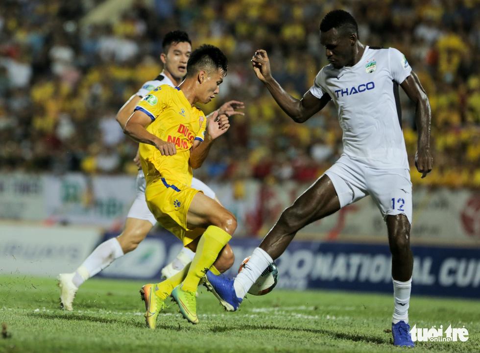 Đỗ Merlo nổi khùng với cựu tuyển thủ U23 Việt Nam vì thi đấu quá cá nhân - Ảnh 1.