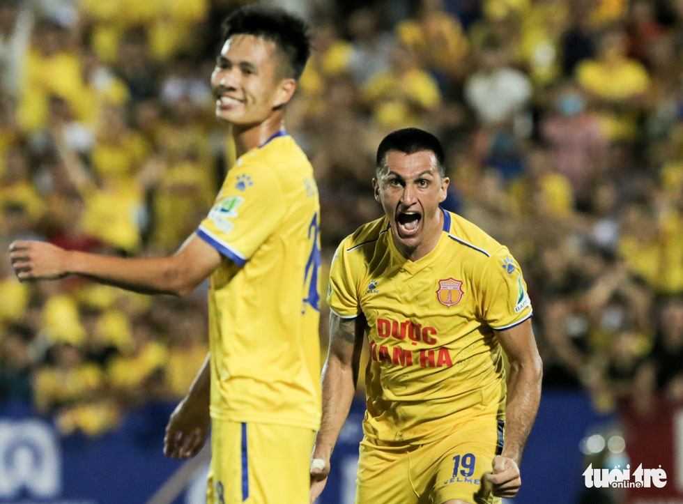 Đỗ Merlo nổi khùng với cựu tuyển thủ U23 Việt Nam vì thi đấu quá cá nhân - Ảnh 3.
