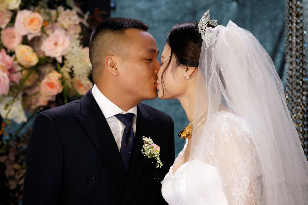 Đám cưới Việt Nam thời COVID-19 trên Hãng tin Reuters - Ảnh 1.