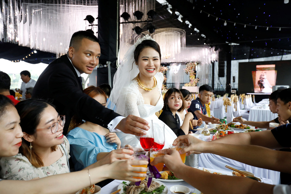 Đám cưới Việt Nam thời COVID-19 trên Hãng tin Reuters - Ảnh 7.