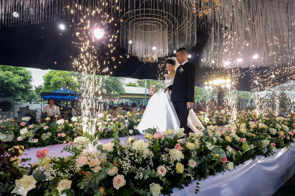 Đám cưới Việt Nam thời COVID-19 trên Hãng tin Reuters - Ảnh 6.