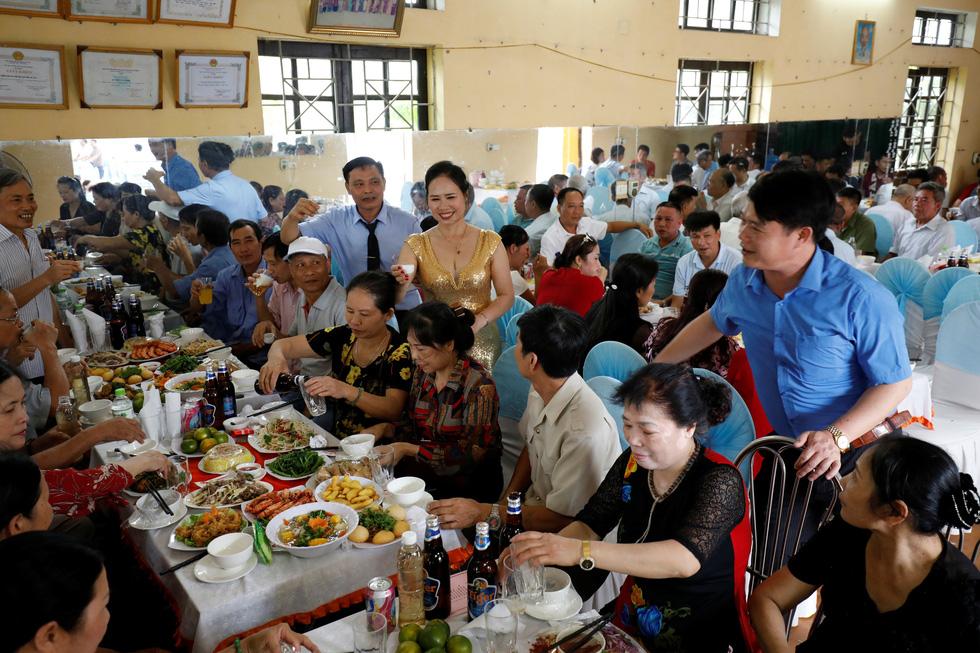 Đám cưới Việt Nam thời COVID-19 trên Hãng tin Reuters - Ảnh 8.