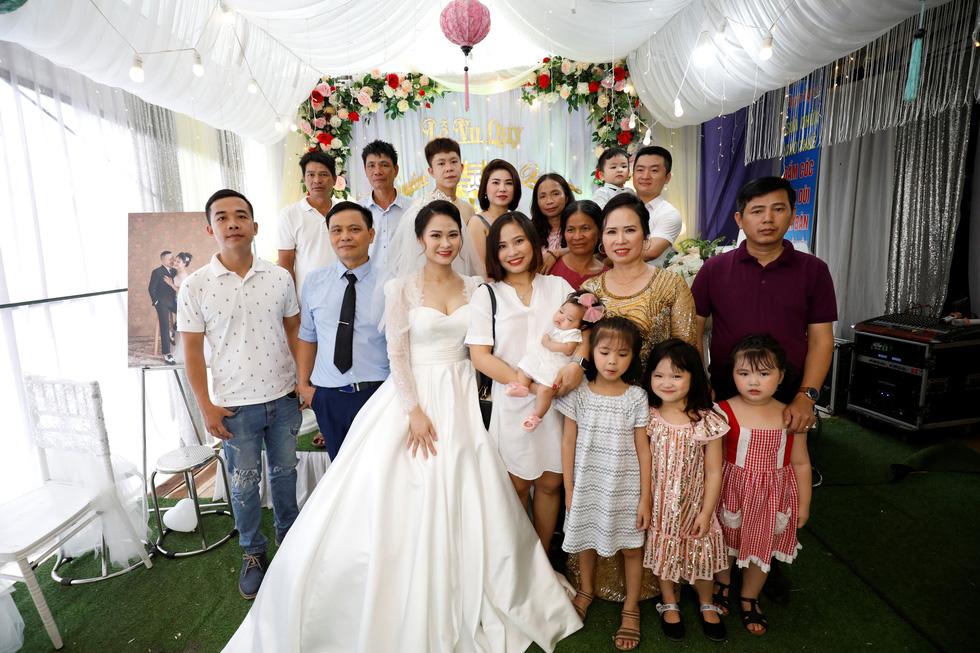 Đám cưới Việt Nam thời COVID-19 trên Hãng tin Reuters - Ảnh 4.