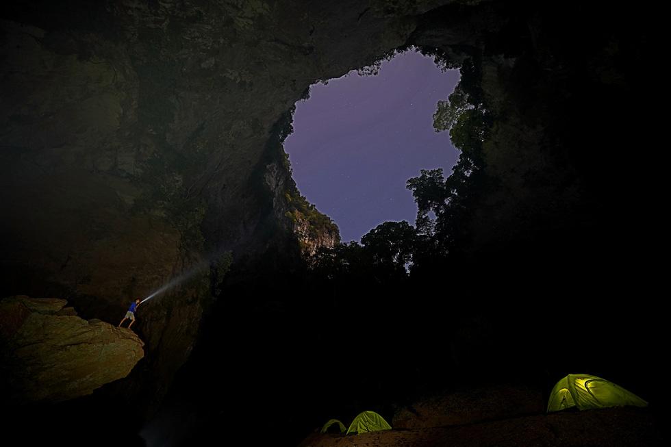 Tìm thấy lối ra hố sụt Kong huyền bí ở Phong Nha - Kẻ Bàng - Ảnh 4.