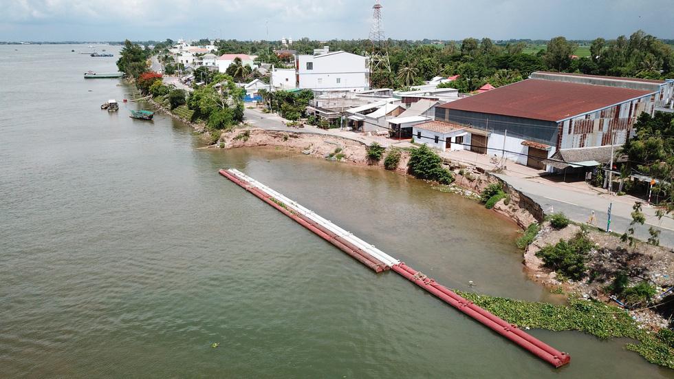 Toàn cảnh 40m quốc lộ 91 trôi xuống sông Hậu nhìn từ flycam - Ảnh 7.