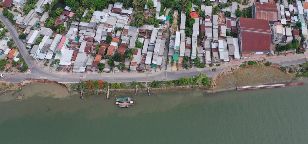 Toàn cảnh 40m quốc lộ 91 trôi xuống sông Hậu nhìn từ flycam - Ảnh 6.