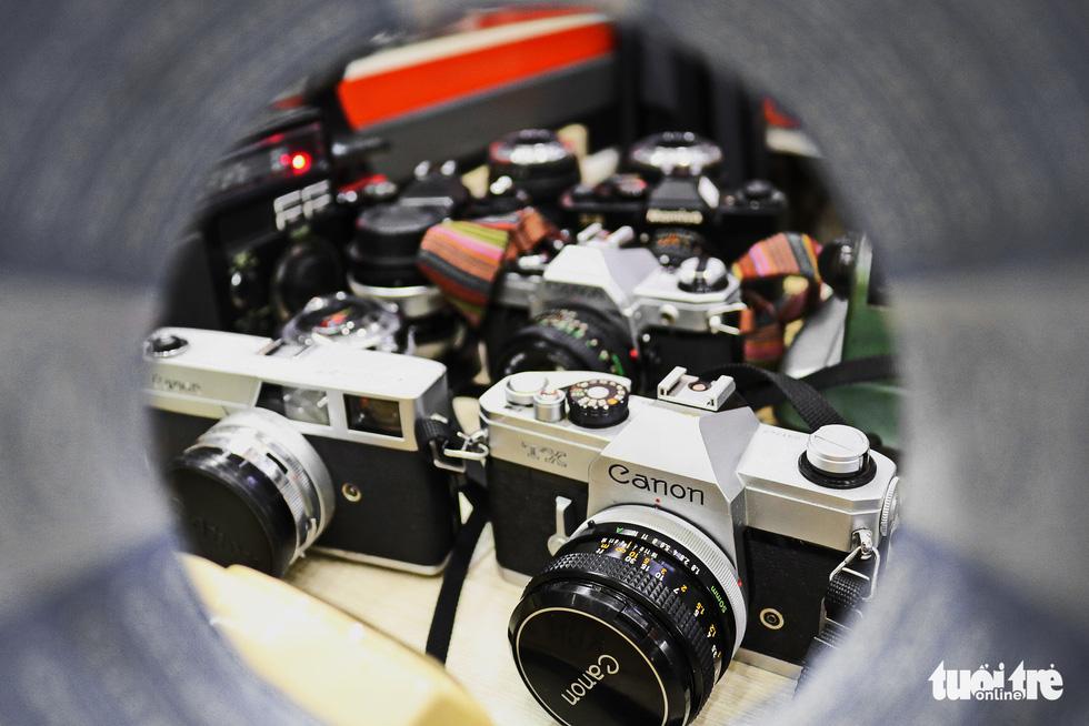 Gần nửa thế kỷ 'chữa bệnh' cho máy ảnh phim ở Sài Gòn - Ảnh 7.