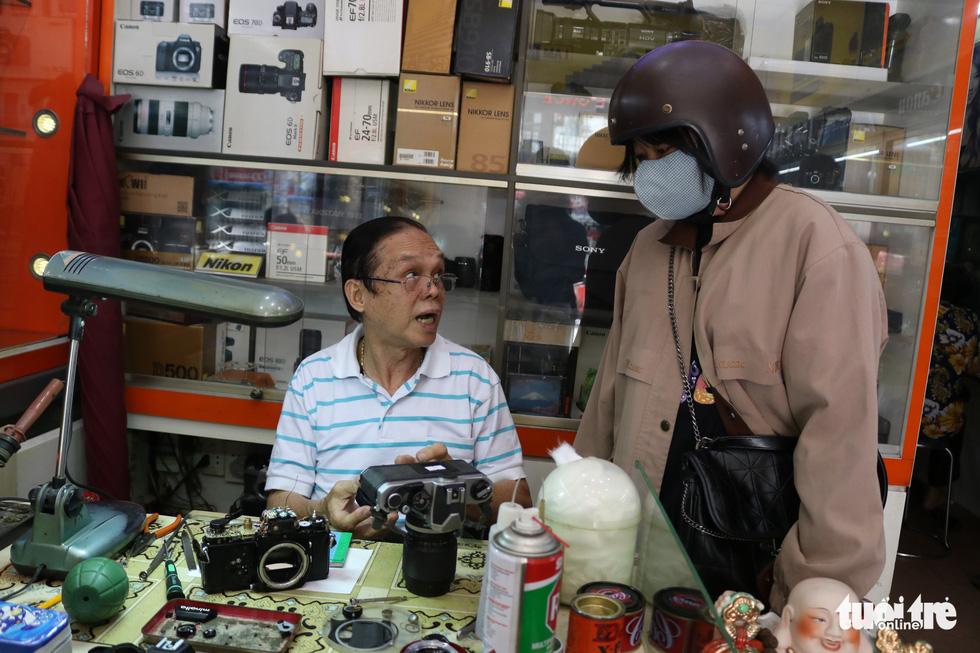 Gần nửa thế kỷ 'chữa bệnh' cho máy ảnh phim ở Sài Gòn - Ảnh 9.