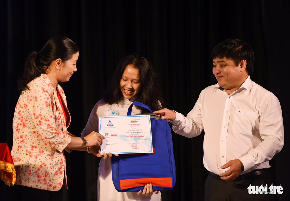 Trao 211 suất học bổng Tiếp sức đến trường khu vực Đông Nam bộ - Ảnh 1.