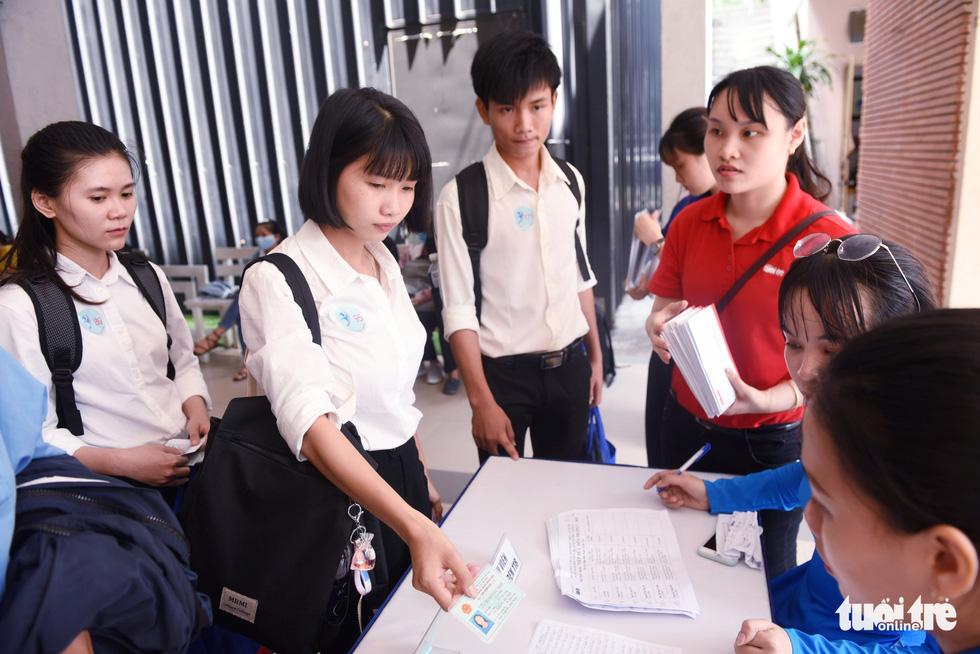 Trao 211 suất học bổng Tiếp sức đến trường khu vực Đông Nam bộ - Ảnh 5.