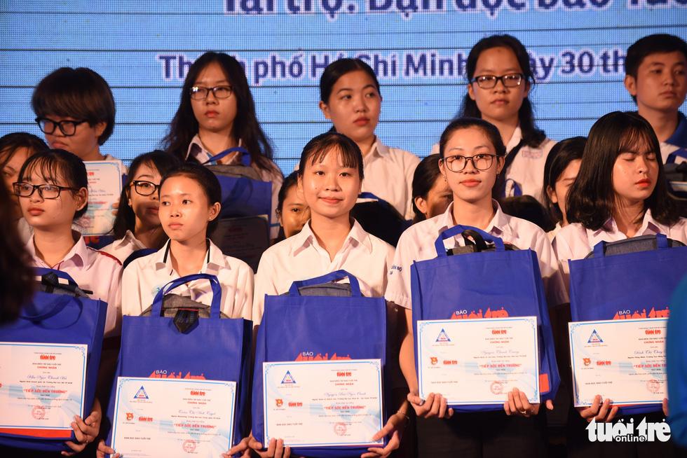 Trao 211 suất học bổng Tiếp sức đến trường khu vực Đông Nam bộ - Ảnh 8.