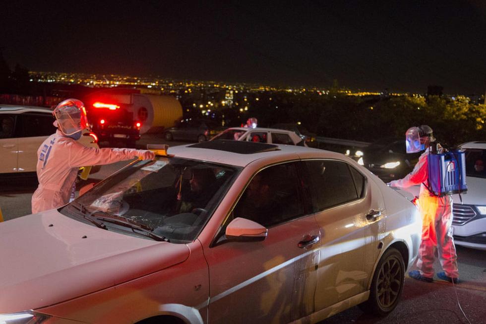Rạp chiếu ngoài trời - ngồi trong ôtô riêng xem phim gây sốt thời dịch COVID-19 - Ảnh 4.