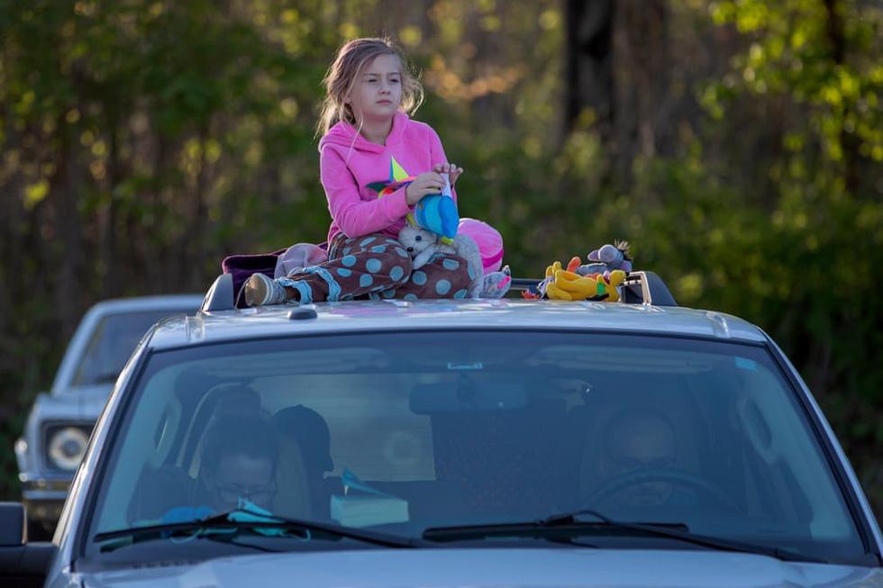Rạp chiếu ngoài trời - ngồi trong ôtô riêng xem phim gây sốt thời dịch COVID-19 - Ảnh 11.