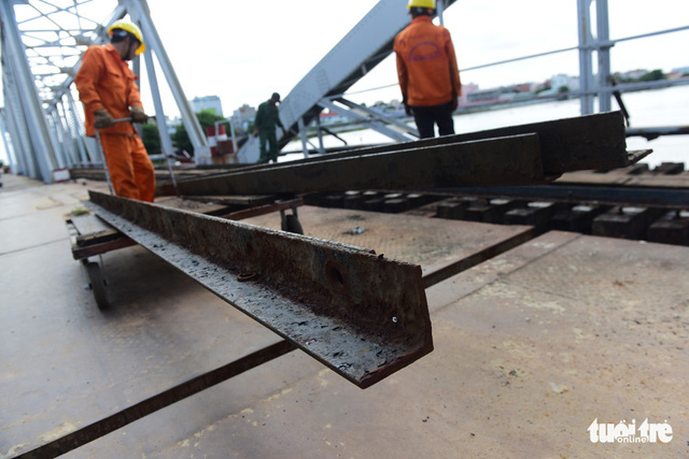 Tháo cầu sắt Bình Lợi 118 tuổi, giữ lại 2 nhịp để bảo tồn - Ảnh 4.