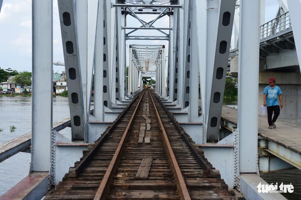 Tháo cầu sắt Bình Lợi 118 tuổi, giữ lại 2 nhịp để bảo tồn - Ảnh 6.