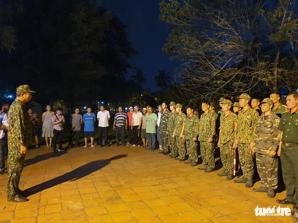Máy bay, xe tăng rời bảo tàng đi trên phố đêm ở Huế đến địa điểm mới - Ảnh 5.
