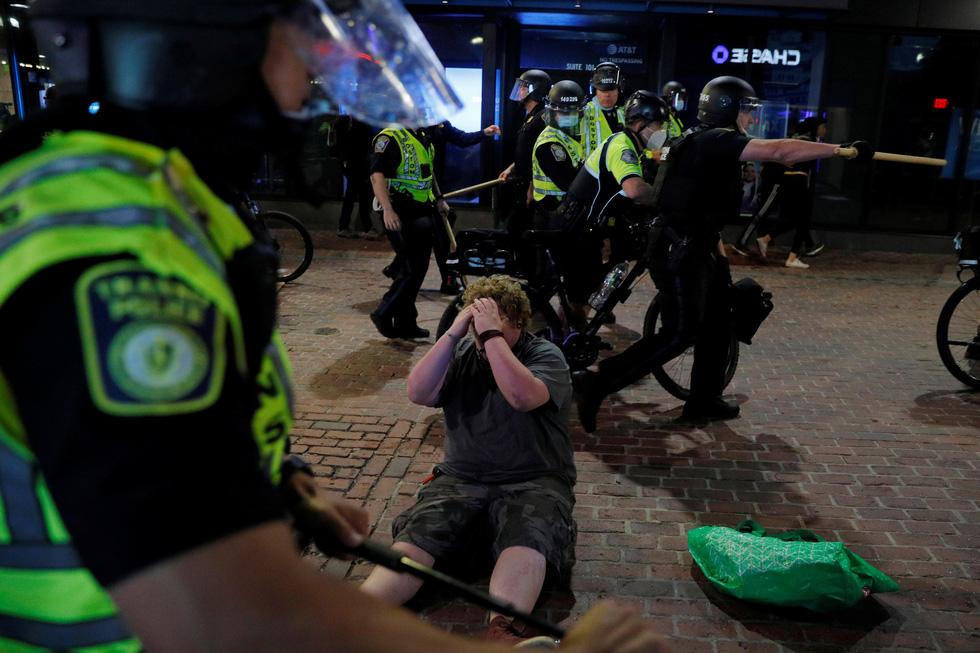 Nước Mỹ những đêm chìm trong bạo loạn - Ảnh 7.