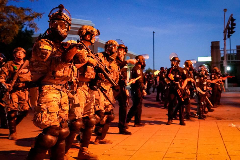 Nước Mỹ những đêm chìm trong bạo loạn - Ảnh 5.