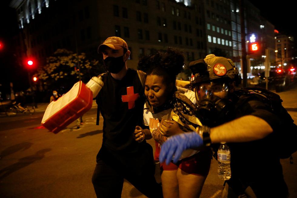 Nước Mỹ những đêm chìm trong bạo loạn - Ảnh 3.