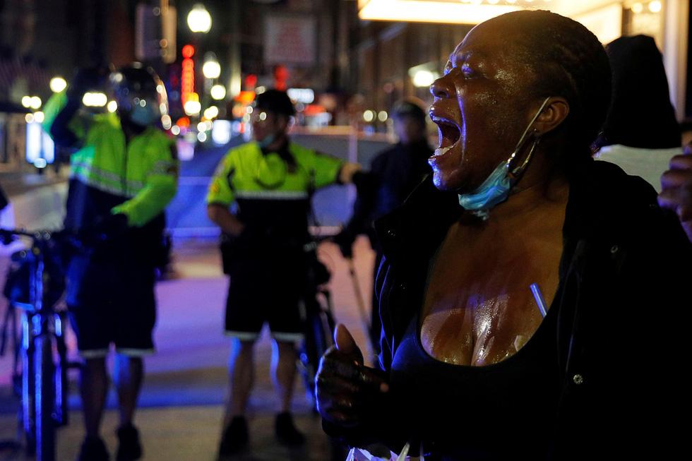 Nước Mỹ những đêm chìm trong bạo loạn - Ảnh 8.