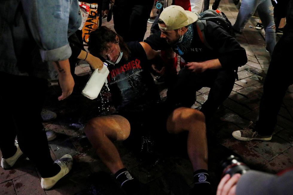 Nước Mỹ những đêm chìm trong bạo loạn - Ảnh 9.