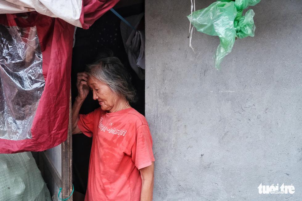 Nắng nóng đỉnh điểm vẫn không dám bật quạt ở xóm ngụ cư nghèo - Ảnh 7.