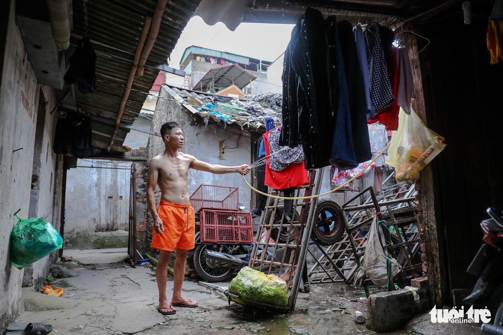 Nắng nóng đỉnh điểm vẫn không dám bật quạt ở xóm ngụ cư nghèo - Ảnh 11.