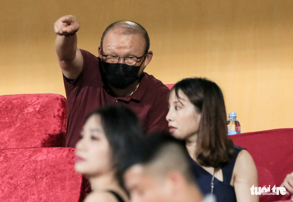 Hoàng Đức nén đau thi đấu, ông Park yêu cầu bác sĩ kiểm tra chấn thương ngay - Ảnh 3.