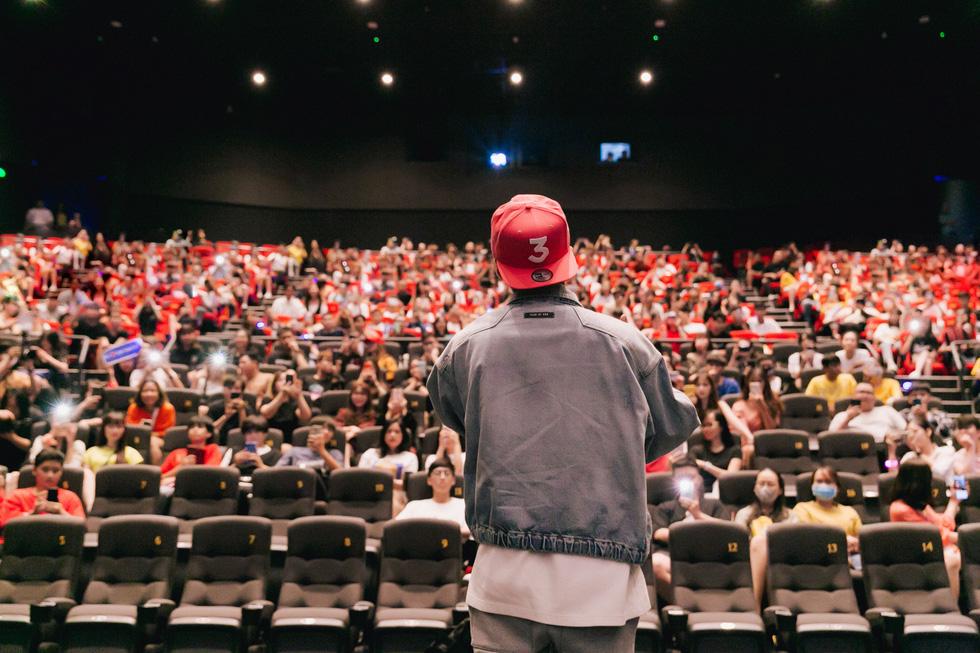 Sky Tour của Sơn Tùng M-TP: Toàn kể thành công, cố quên thất bại? - Ảnh 4.