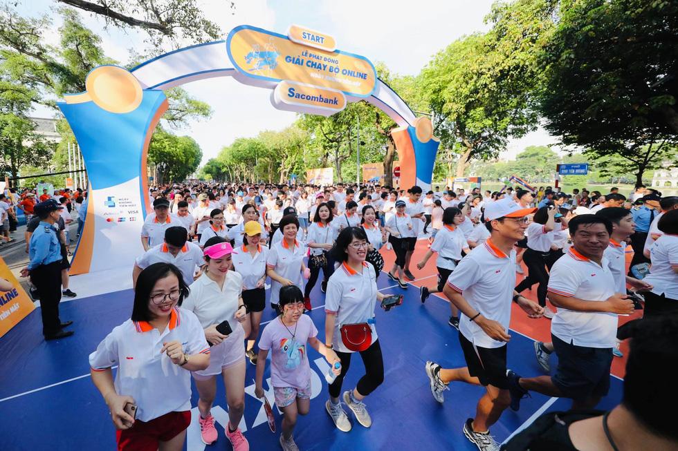 Giải chạy bộ hưởng ứng ngày không tiền mặt 2020: Ngày đầu háo hức - Ảnh 13.