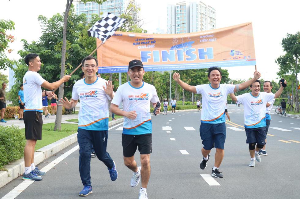 Giải chạy bộ hưởng ứng ngày không tiền mặt 2020: Ngày đầu háo hức - Ảnh 19.