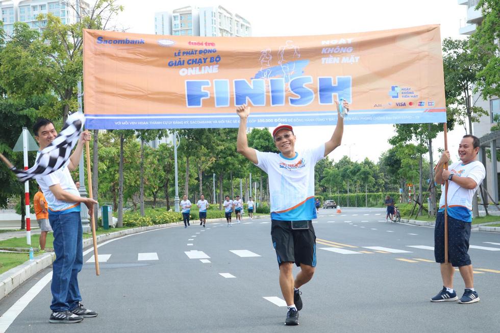 Giải chạy bộ hưởng ứng ngày không tiền mặt 2020: Ngày đầu háo hức - Ảnh 18.
