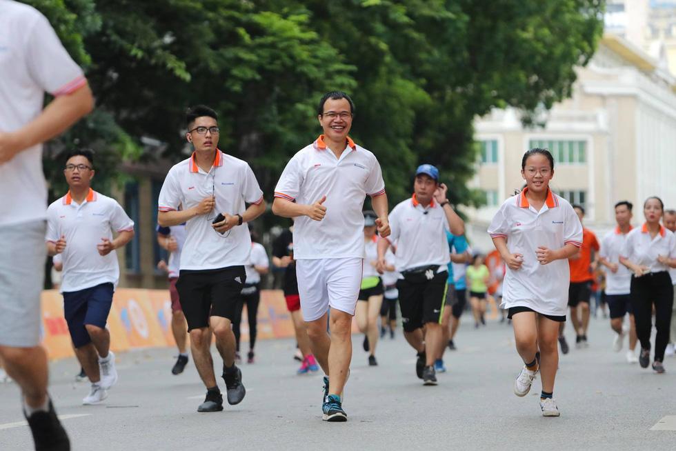 Giải chạy bộ hưởng ứng ngày không tiền mặt 2020: Ngày đầu háo hức - Ảnh 10.