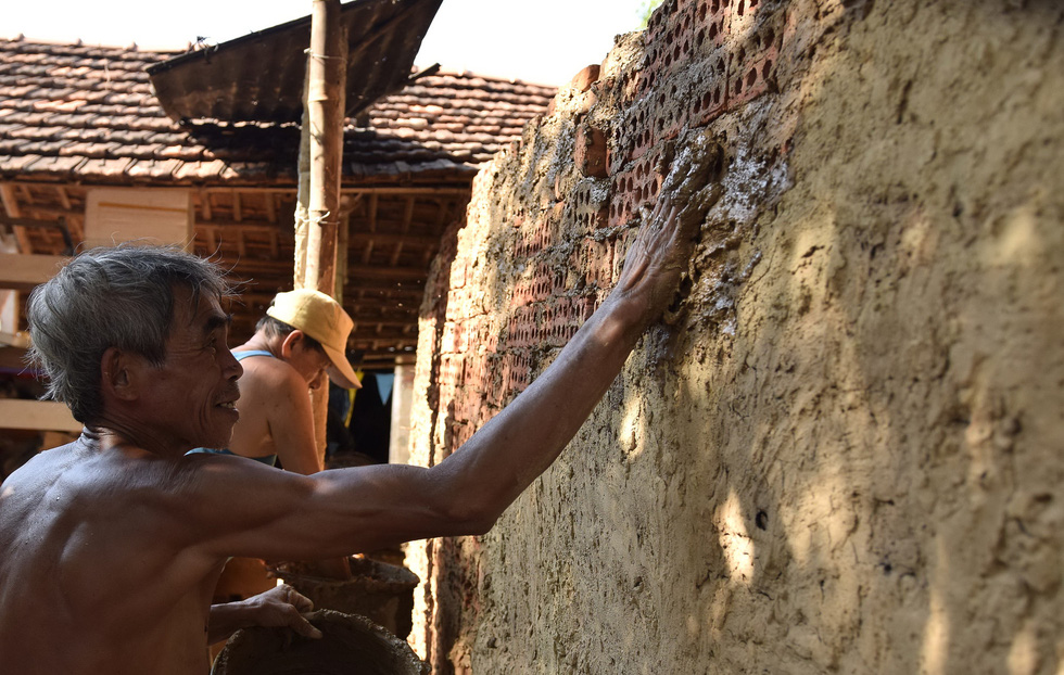 Làm bình khổng lồ ở làng gốm 500 tuổi - Ảnh 3.