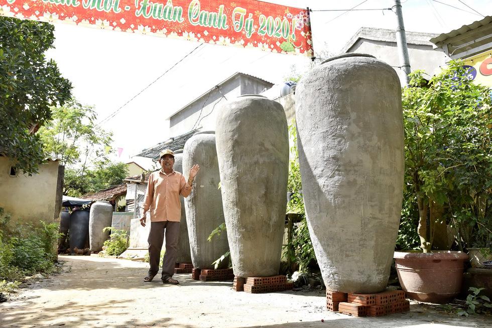 Làm bình khổng lồ ở làng gốm 500 tuổi - Ảnh 5.
