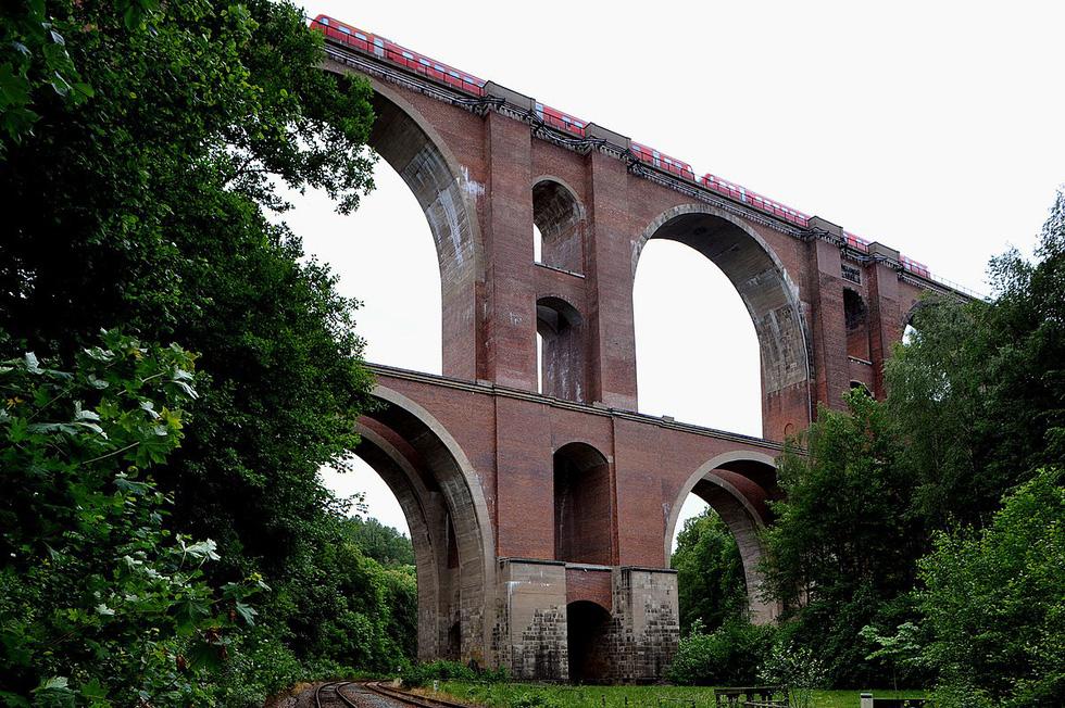 Vẻ đẹp của những cây cầu bằng gạch lớn nhất thế giới - Ảnh 8.