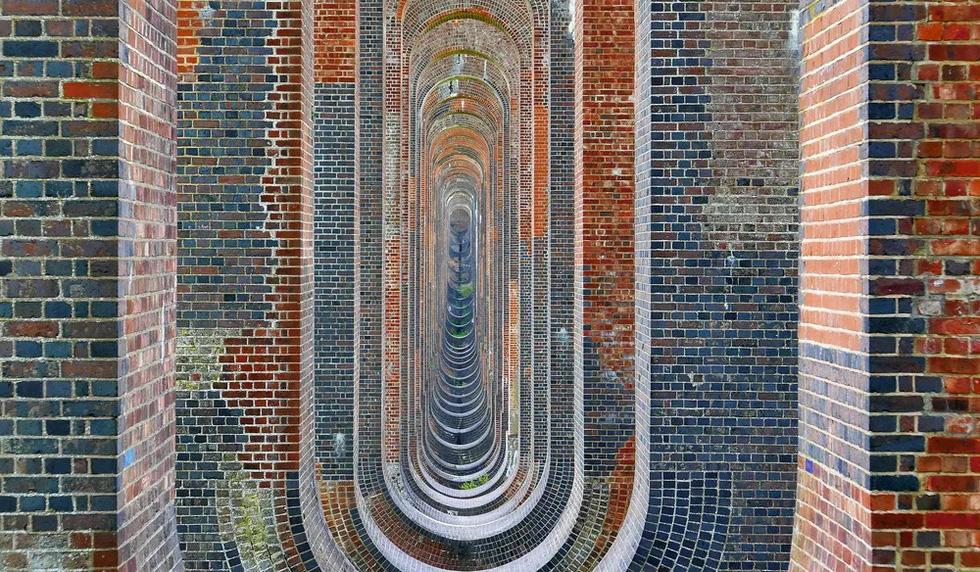 Vẻ đẹp của những cây cầu bằng gạch lớn nhất thế giới - Ảnh 3.