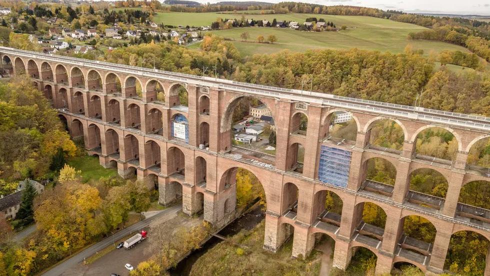 Vẻ đẹp của những cây cầu bằng gạch lớn nhất thế giới - Ảnh 5.