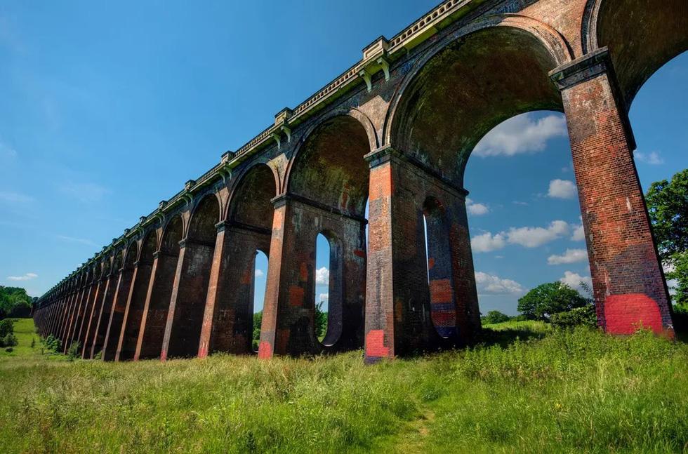 Vẻ đẹp của những cây cầu bằng gạch lớn nhất thế giới - Ảnh 2.