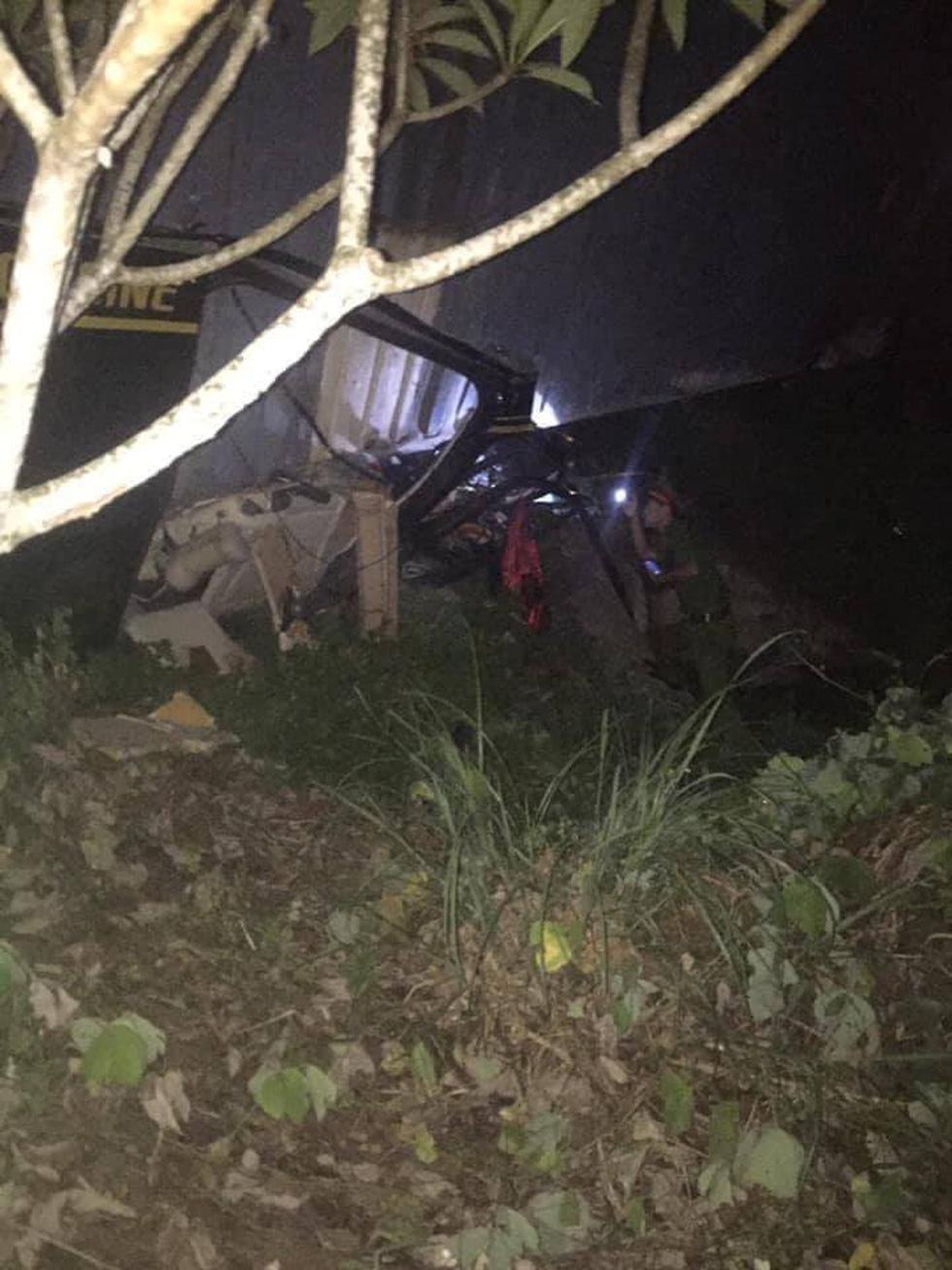 Xe 16 chỗ biển số Khánh Hòa bị xe container đè, giám đốc, thư ký và tài xế chết - Ảnh 2.