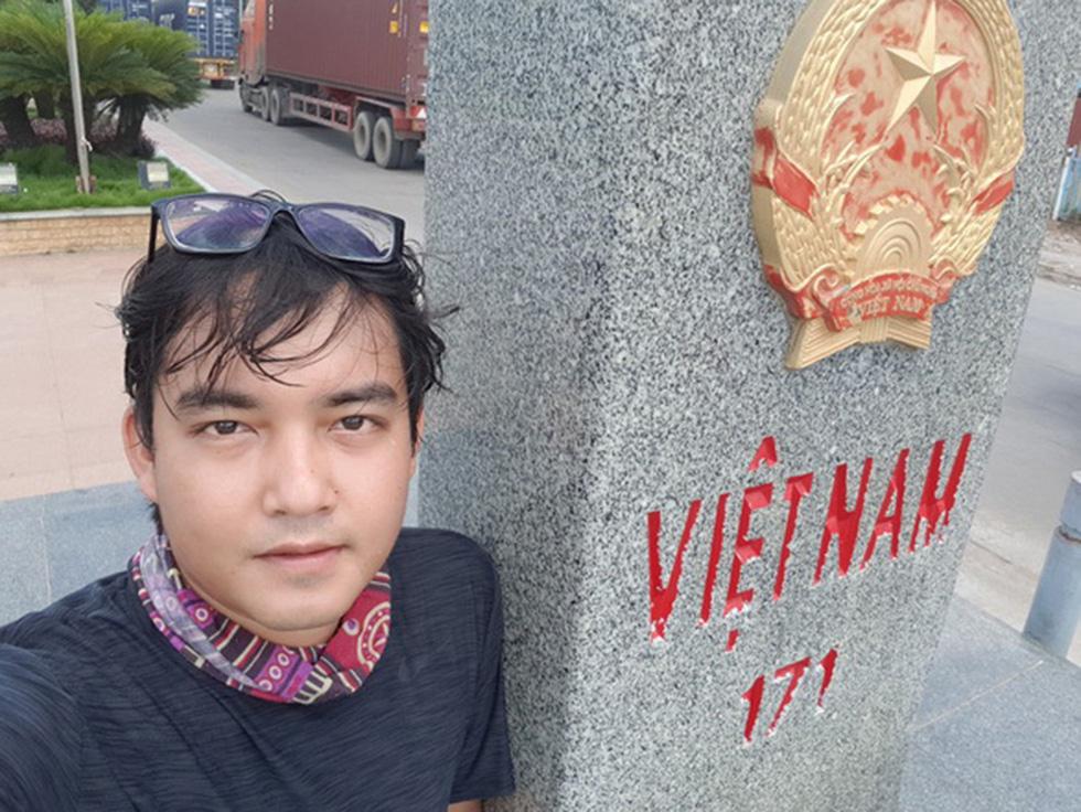 Chàng trai Việt đi xe máy vòng quanh thế giới: Học được muôn ngàn bài học ý nghĩa - Ảnh 2.