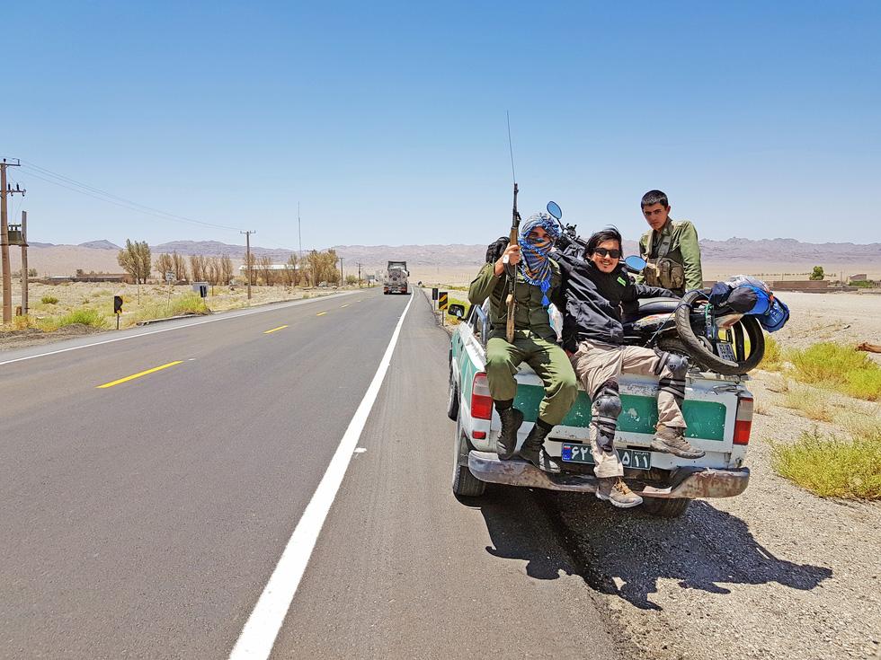 Chàng trai Việt đi xe máy vòng quanh thế giới: Học được muôn ngàn bài học ý nghĩa - Ảnh 14.