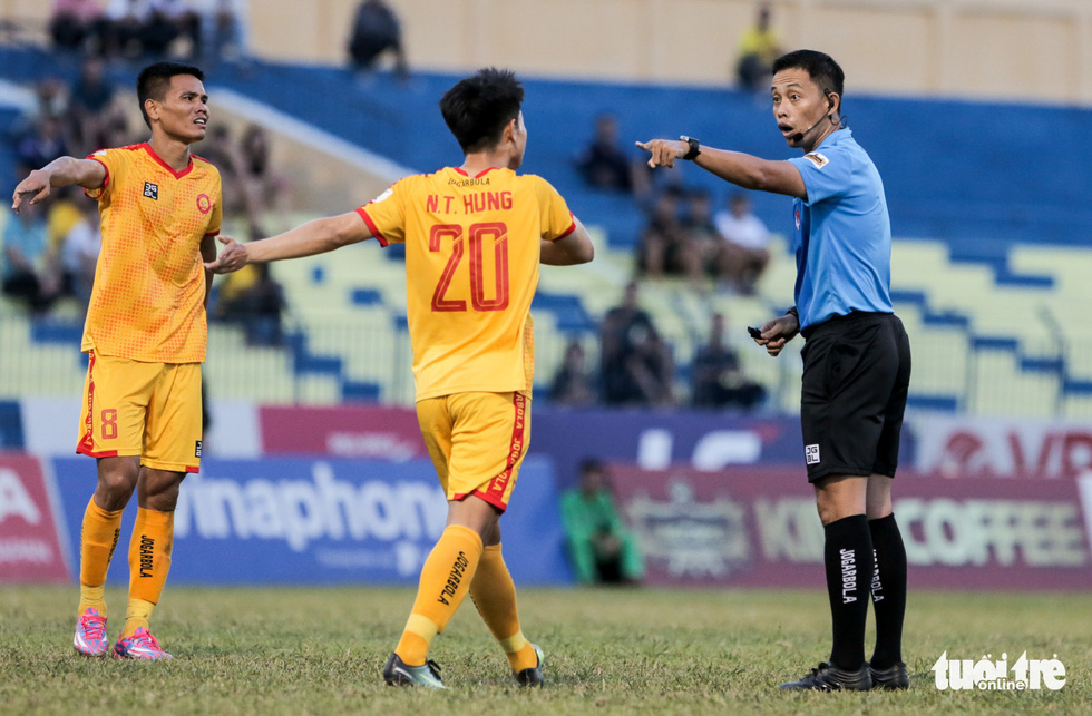 Chấm dứt 341 ngày không thắng ở V-League, HLV Thanh Hóa nhảy cẫng ăn mừng - Ảnh 7.