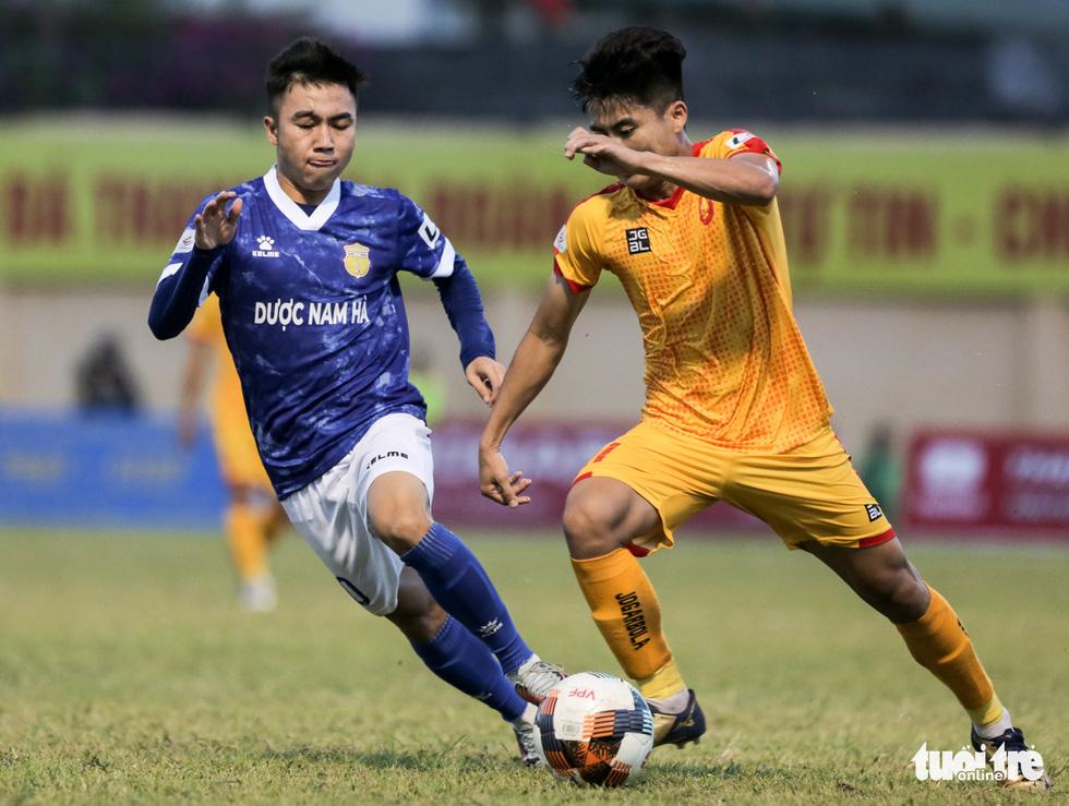 Chấm dứt 341 ngày không thắng ở V-League, HLV Thanh Hóa nhảy cẫng ăn mừng - Ảnh 4.