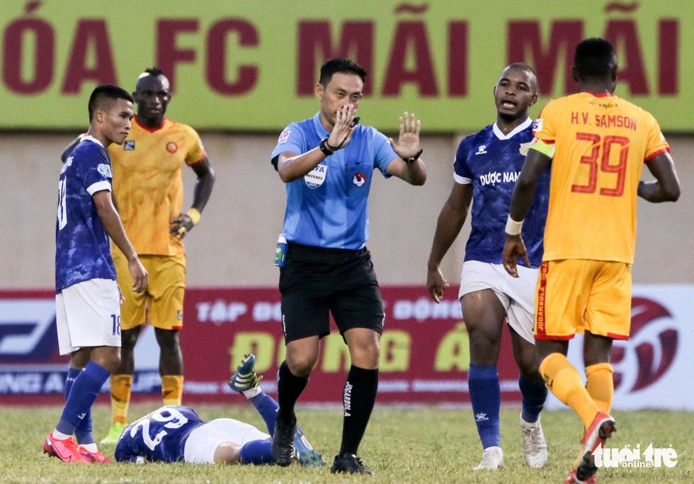 Chấm dứt 341 ngày không thắng ở V-League, HLV Thanh Hóa nhảy cẫng ăn mừng - Ảnh 6.