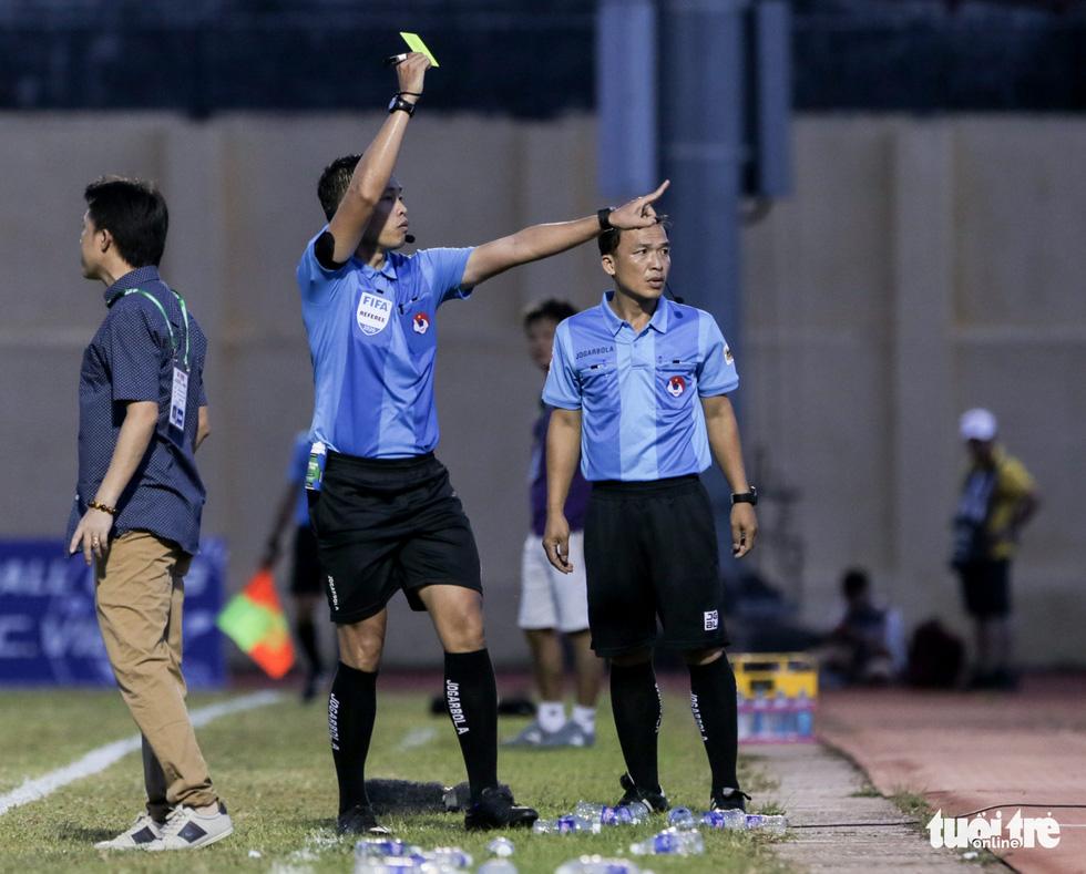Chấm dứt 341 ngày không thắng ở V-League, HLV Thanh Hóa nhảy cẫng ăn mừng - Ảnh 8.