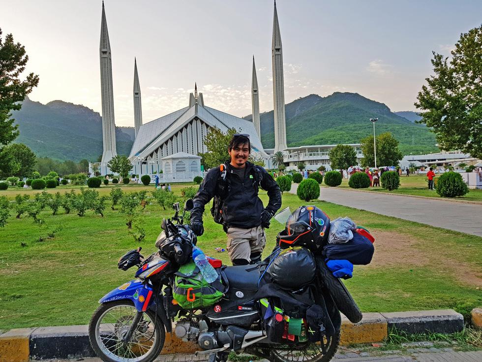 Chàng trai Việt đi xe máy vòng quanh thế giới: Học được muôn ngàn bài học ý nghĩa - Ảnh 11.