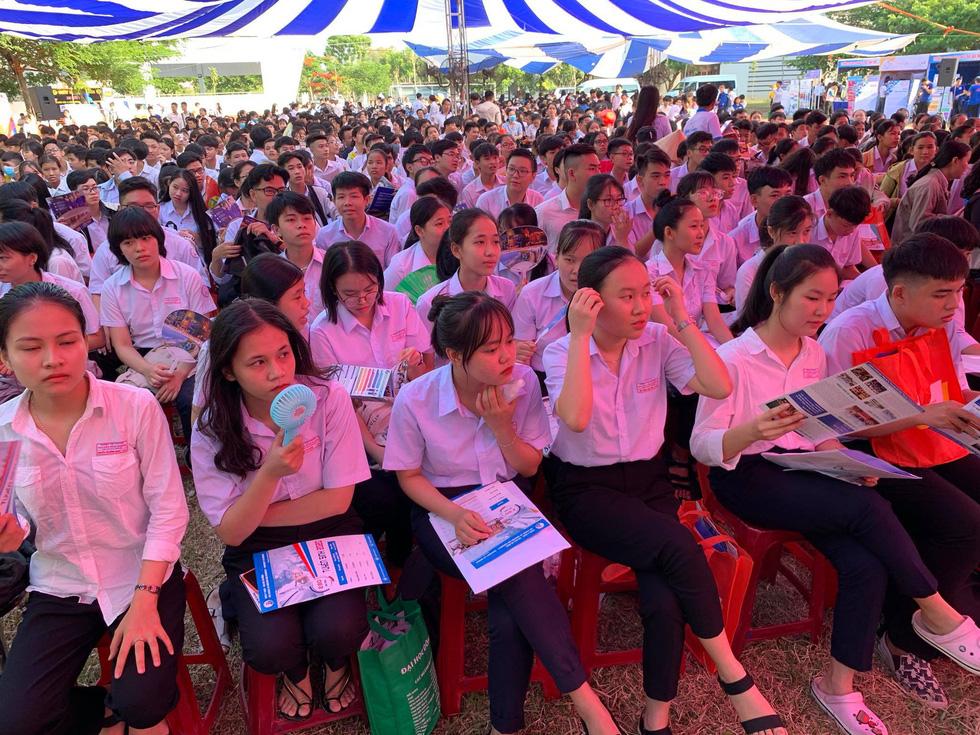 Sáng nay 20-6, tư vấn tuyển sinh - hướng nghiệp 2020 ở Quảng Nam - Ảnh 7.