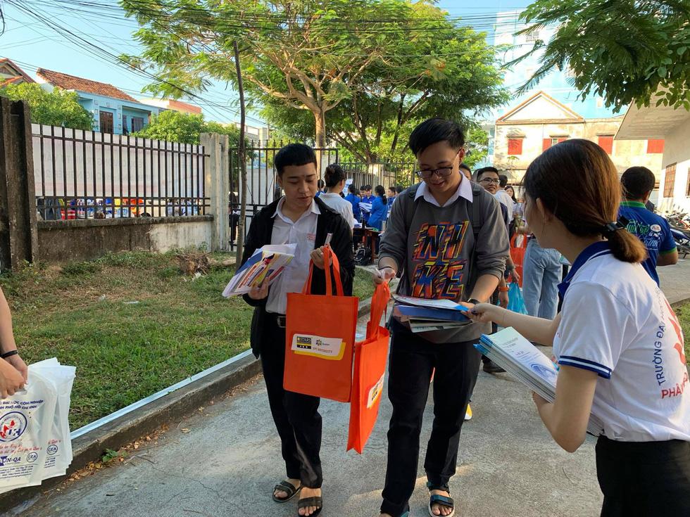 Sáng nay 20-6, tư vấn tuyển sinh - hướng nghiệp 2020 ở Quảng Nam - Ảnh 8.